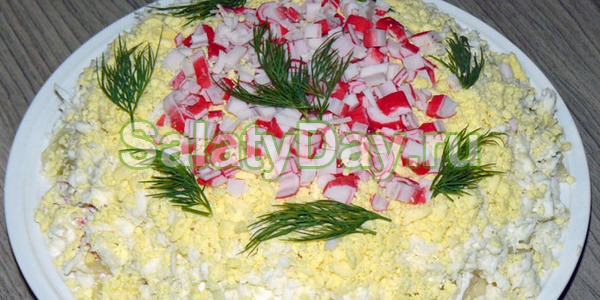 Нежный салат из крабовых палочек и яблок