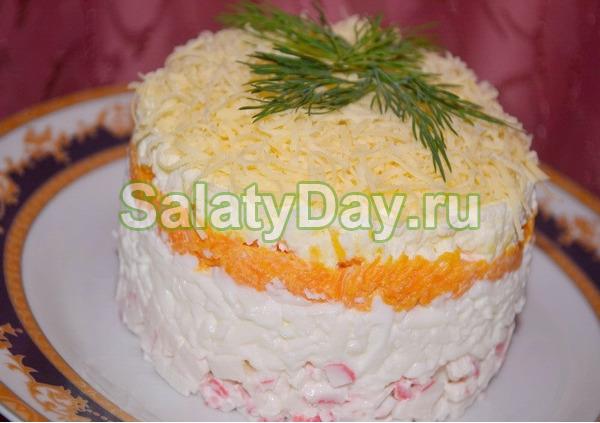 Салат с крабовыми палочками «Нежный бархат»