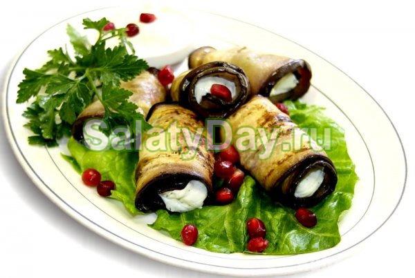 """Закуска из баклажанов с помидорами и чесноком - """"Рулетики с сырной начинкой"""""""