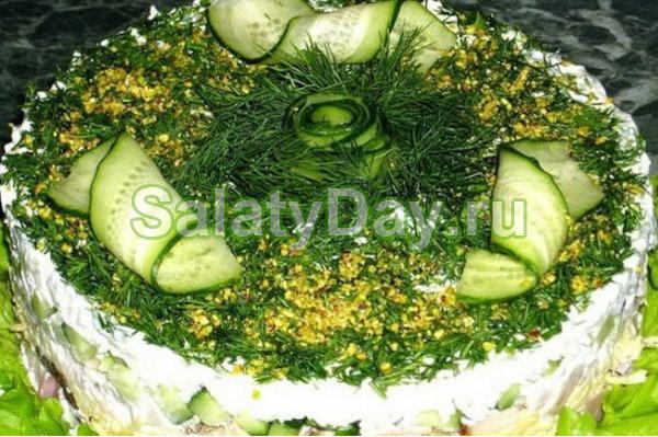 Слоеный куриный салат из свежих шампиньонов