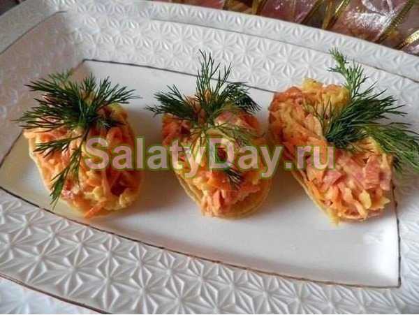 Пикантная закуска с чипсами и морковью