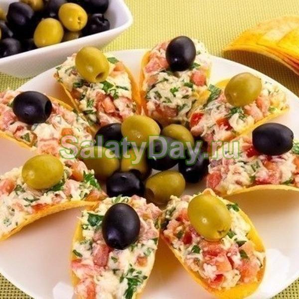 Закуска с маслинами и оливками