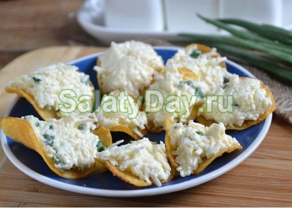 Закуска с плавленым сыром и арахисом