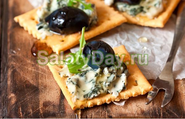 Закуска с голубым сыром