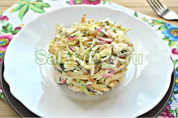 Салат с яичными блинчиками с ветчиной и капустой
