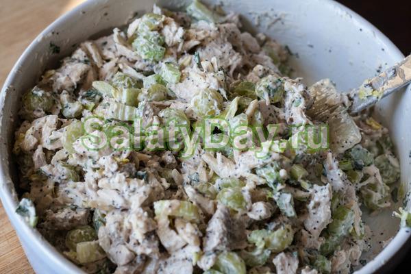 Очень легкий салат быстрого в приготовлении и с оригинальной заправкой