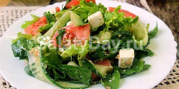 Салат со свежими овощами и сыром «Фета»