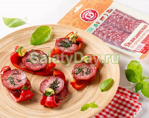 Колбаса и помидоры на костре