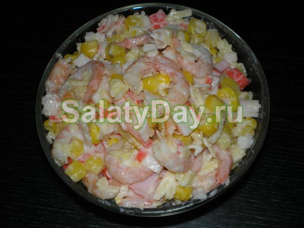 Крабовый салат с креветками и свежим огурцом