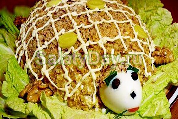 Салат «Черепаха» с ананасами