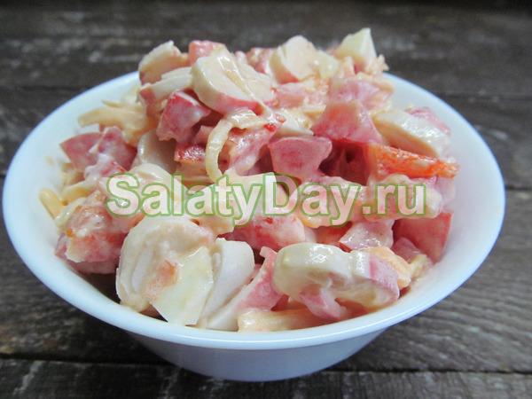 Салат крабовые палочки помидоры чеснок сыр майонез слоями