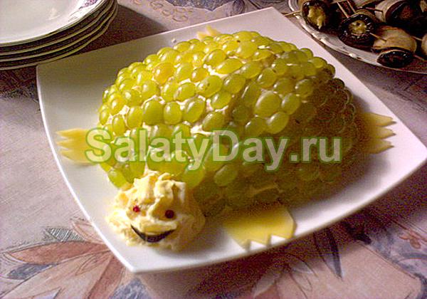 Салат Черепаха с виноградом