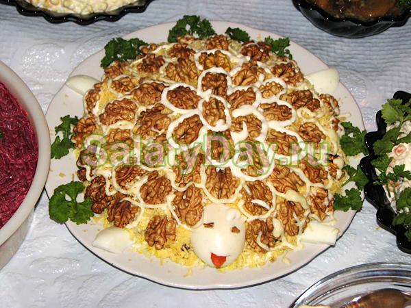 Салат Черепаха с копченой курицей