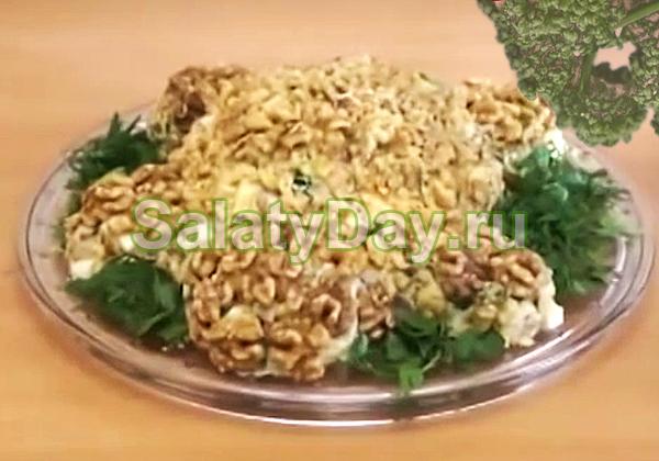Салат Черепаха с куриными окорочками и шампиньонами