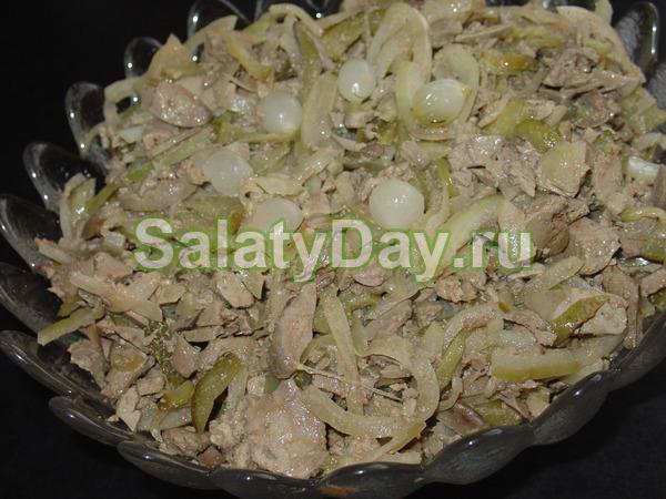 Вкусный овощной салатик с куриной печени