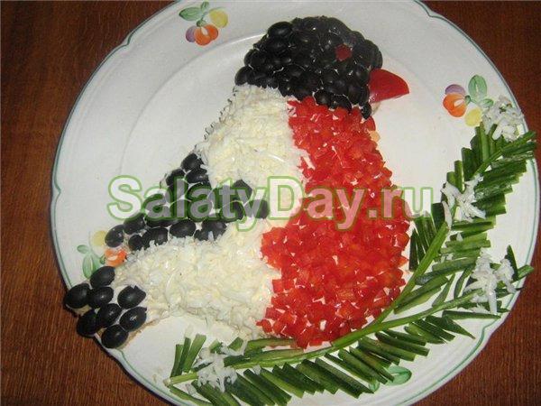 Оригинальный салат Снегирь на ветки