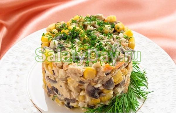 Салат с кукурузой и печенью