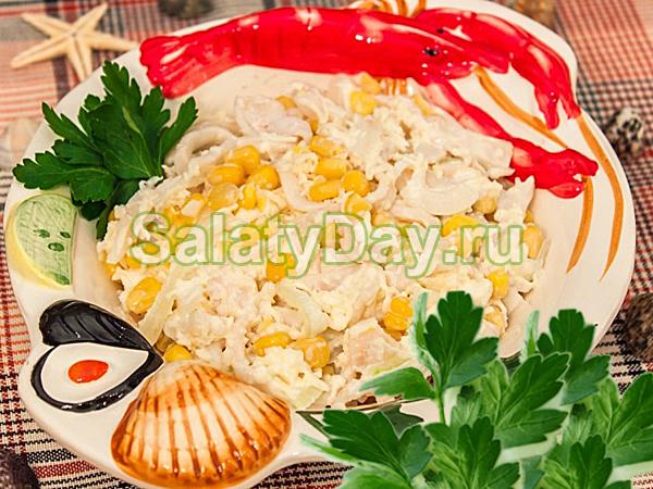Салат с кальмарами, грибами и кукурузой