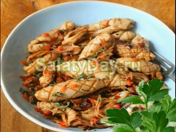 Салат с кальмарами, грибами и ветчиной