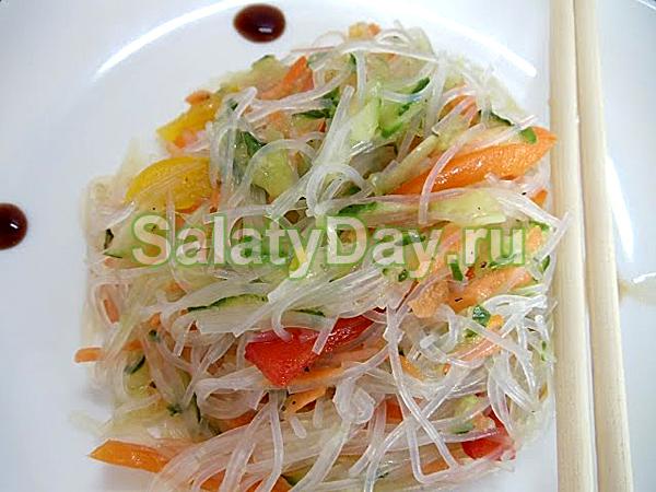 Салат с фунчозой Азиатский