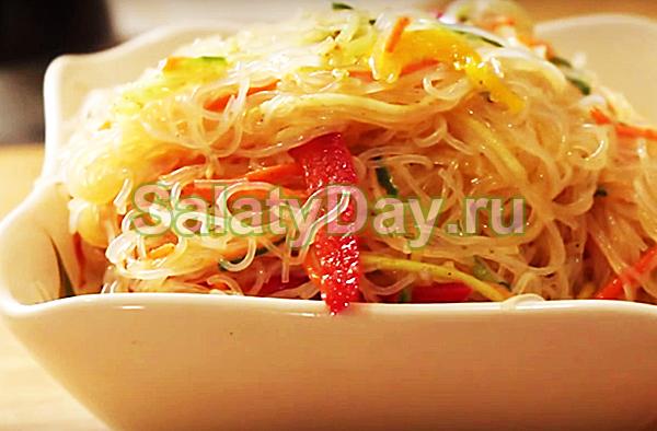 Салат из фунчозы с овощами – простой рецепт