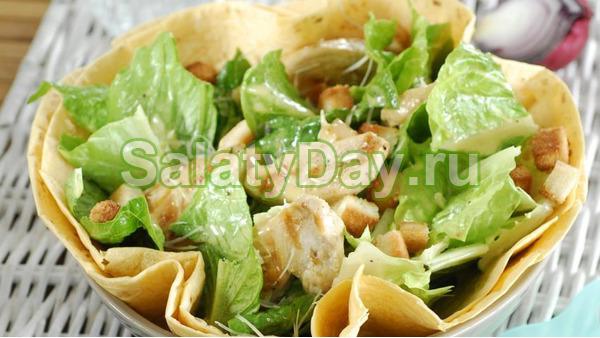 Заправка для салата «Цезарь» с базиликом и сушеной горчицей