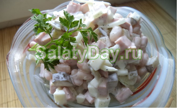 Быстрый и вкусный салат с фасолью