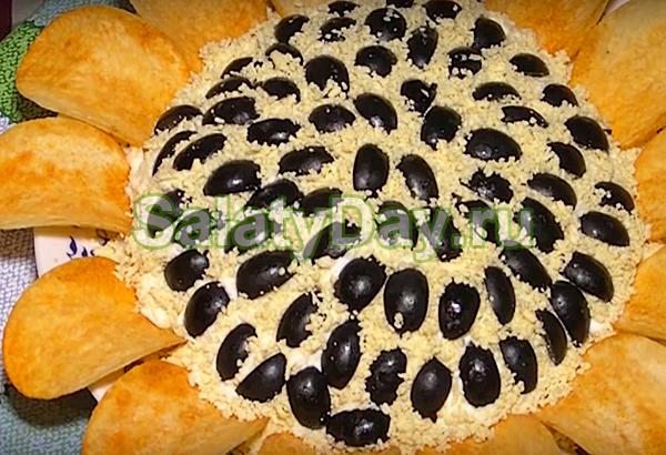 салат с черносливом и чипсами рецепт