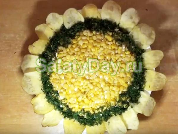 Салат «Подсолнух» с маринованными огурцами