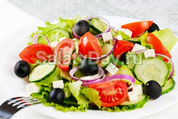 Классический греческий салат с фетаксой
