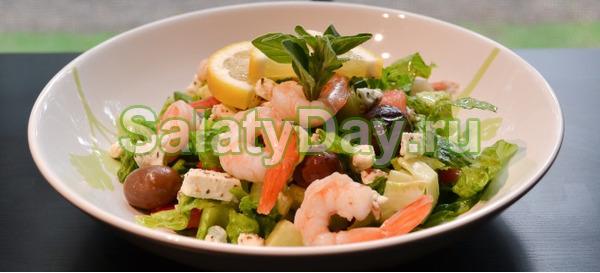 Греческий салат с креветками и сыром фетакса