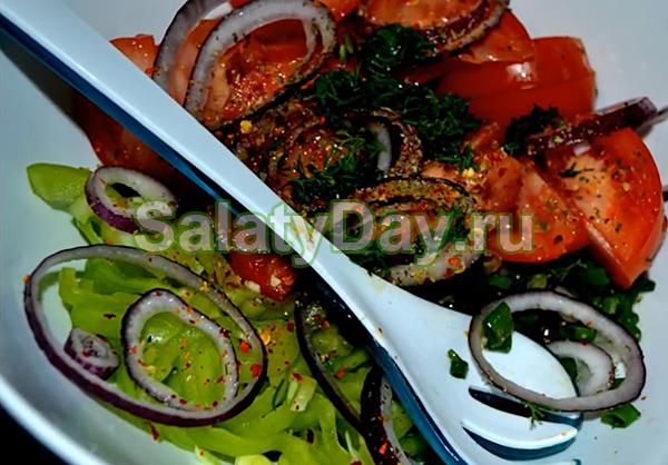 Овощной салат с морским коктейлем