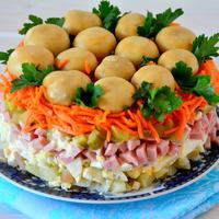 Салат поляна с грибами и курицей
