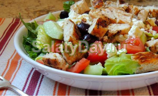 Классический греческий салат с запеченной курицей