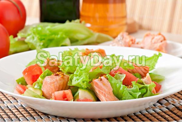 Салат из овощей и слабосоленой семги