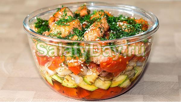 Горячий салат из красной рыбы