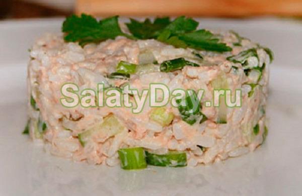 Салат с рыбными консервами и свежими огурчиками