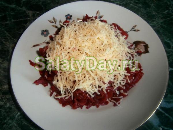 Салат со свеклой с сыром и яйцом