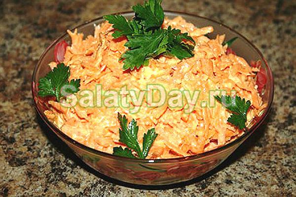 Просто и ярко: салат из моркови с чесноком и майонезом