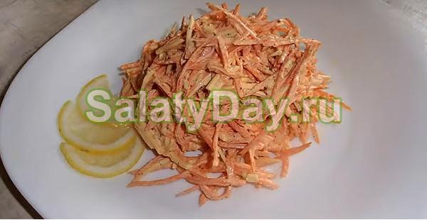 Полезный салат на сметане из моркови, чеснока и сыра