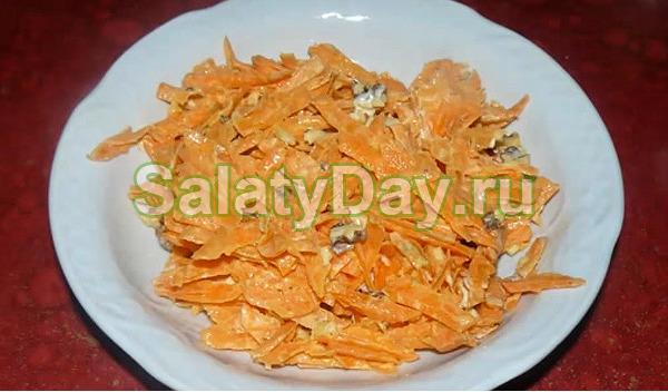 Морковный салат с грецким орехом