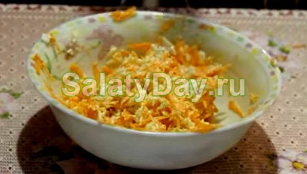 Пикантный морковный салат с плавленым сыром
