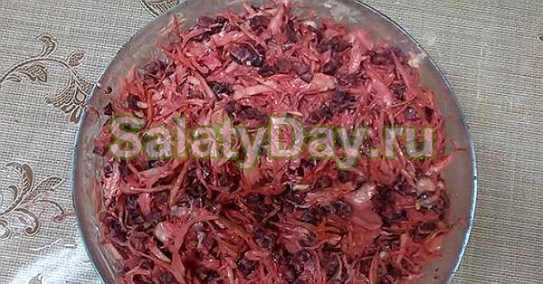 Морковно-чесночный салат с капустой, свеклой и с грецким орехом