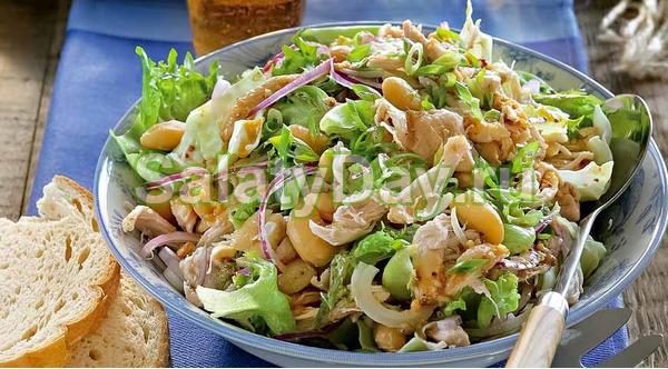 Салат из белой фасоли с пикантной заправкой