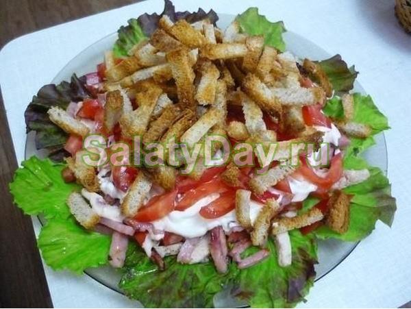 Салат с курицей и аджикой