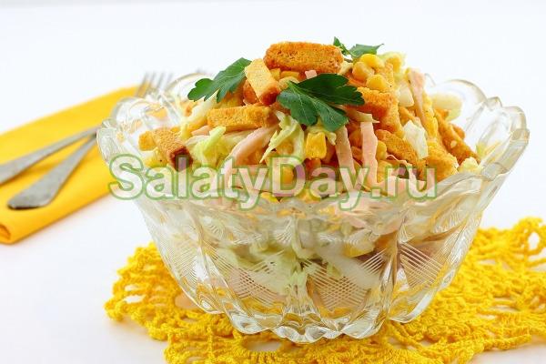 Сочный салат с ветчиной и кукурузой
