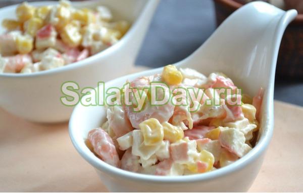 Салат с кальмарами и кукурузой, креветками