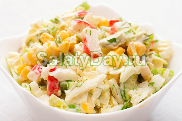 Салат с кальмарами и кукурузой, рисом