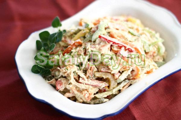 Салат с кальмарами и кукурузой, морковью