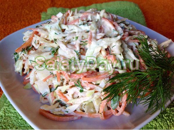 Салат с кальмарами и кукурузой, капустой